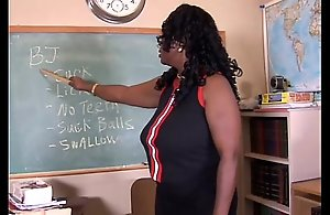 Sexy mature black teacher bonks her juicy muff..
