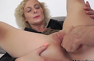Sexy young big prexy Mummy Kaylea Tocnell gets..