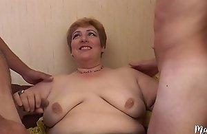 Sophia, of age aux gros seins se tape deux jeunes