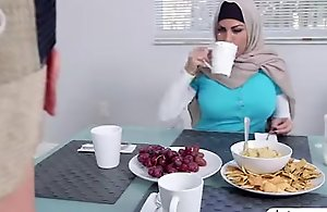 Muslim mommy give a oral to sexy..