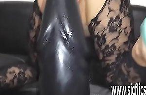 Sarahs gargantuan dildo penetration