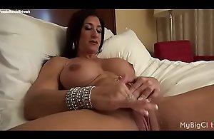 Nude Female Bodybuilder Rubs Their way Big..