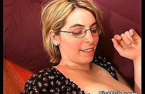 Comme ci milf shows her broad mangos..