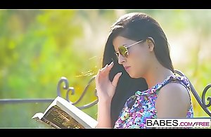 Babes Unleashed - (Coco de Mal Henessy) - Poon..