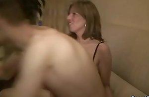 Stief-Mutter erwischt Tante mit Sohn..
