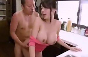 Milf japonesa se exita y coge con su..
