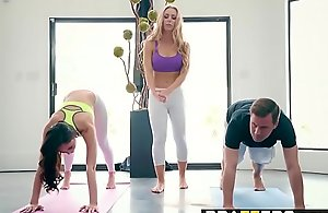 Brazzers.com - brazzers exxtra - yoga..