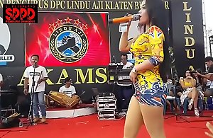 Indonesian morose dance - seductive..