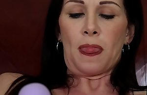 SEXYMOMMA - Dyke stepmom with an..