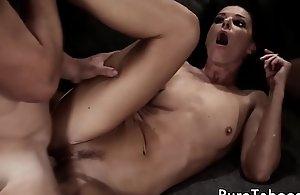 Cougar stepmommy fucked in trine