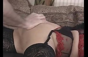 Mature mom gets the brush pussy..