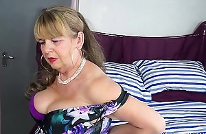 OmaGeiL Busty Mature Lady Solo..