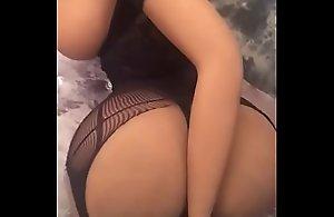 Poupee sexuelle en silicone adulte au gros cul..